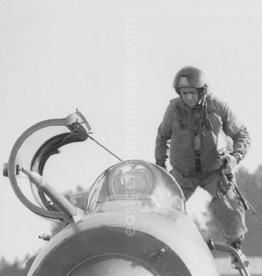 GDR picture archive: Peenemünde - Fighter pilot Major Heinz