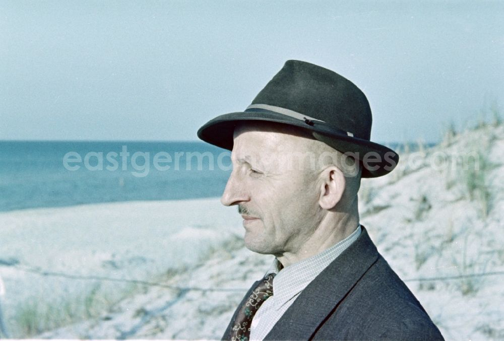 GDR photo archive: Prerow - Portrait of the financial officer Bruno Richard Gebser wearing a hat and suit on a midsummer beach in Prerow in the state of Mecklenburg-Vorpommern on the territory of the former GDR, German Democratic Republic