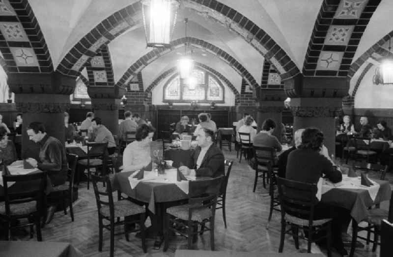Guests in the Rathskeller Koepenick - restaurant, jazz cellar, theatre with regional and modern German kitchen in Berlin, the former capital of the GDR, German democratic republic