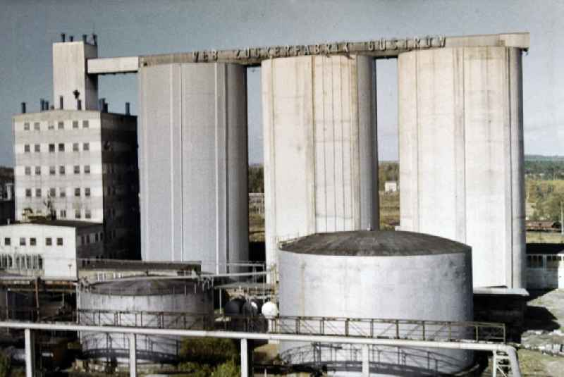 High silos to production and manufacture of sugar, syrup, molasses and fertilizer ' VEB Zuckerfabrik Nordkristall Guestrow ' in Guestrow in the state Mecklenburg-Western Pomerania on the territory of the former GDR, German Democratic Republic