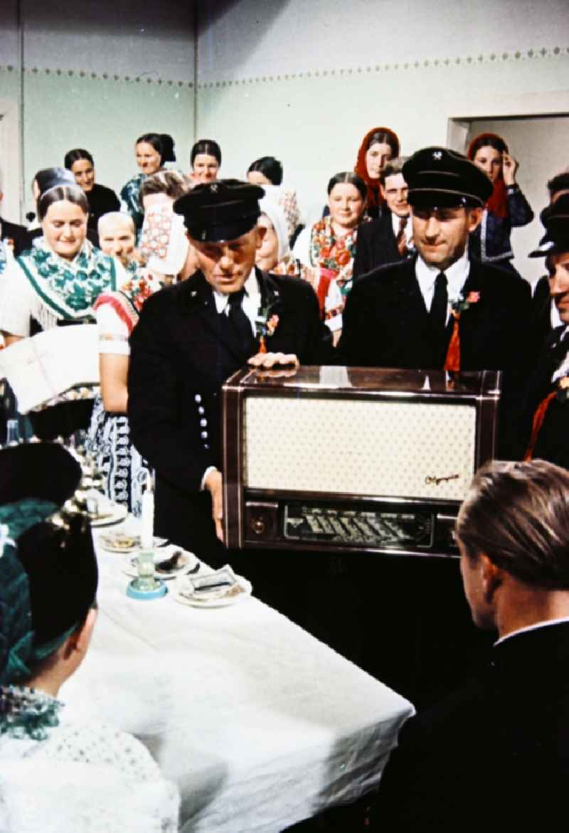 Wedding gift transfer Sorbian inhabitants in the form of an old tube radio 'Olympia' in Milkel in the state of Saxony in the territory of the former GDR, German Democratic Republic