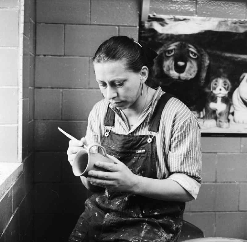 The artist Gitte Moerstedt, painting and ceramics, in Oberhof in the federal state of Thuringia on the territory of the former GDR, German Democratic Republic.