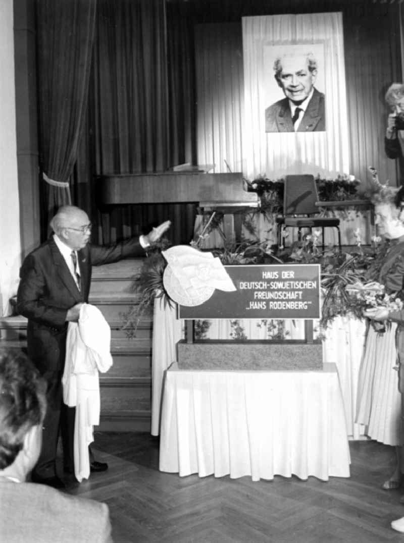Ceremony for the ceremonial naming 'Hans Rodenberg' with Erich Mueckenberger in the house of the DSF German-Soviet Friendship in Potsdam in the state of Brandenburg in the area of the former GDR, German Democratic Republic