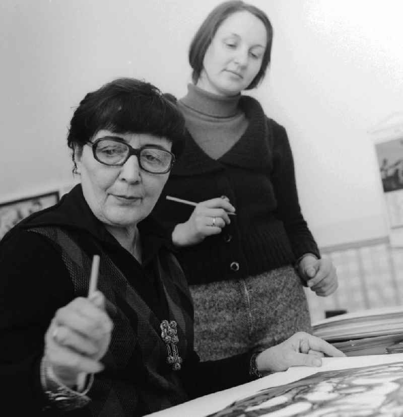 The painter and graphic artist Susanne Kandt-Horn (1914 - 1996) in Ueckeritz in Mecklenburg-Western Pomerania in the field of the former GDR, German Democratic Republic. She dominated sovereign various techniques: oil painting, watercolor, drawing, lithograph, zincography, mosaics